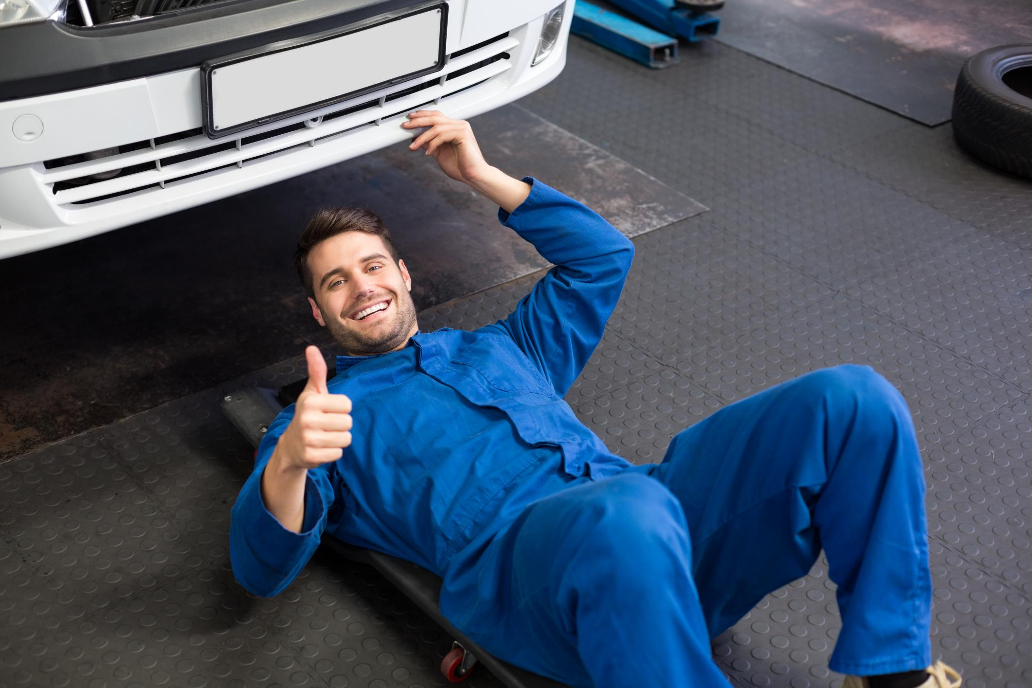This is a picture of a San Antonio's best mobile mechanic pros.
